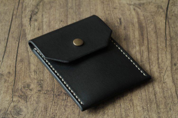 einfacher schwarzer geldbeutel